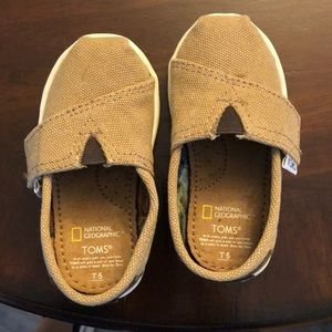 Toms toddler size 5 shoes
